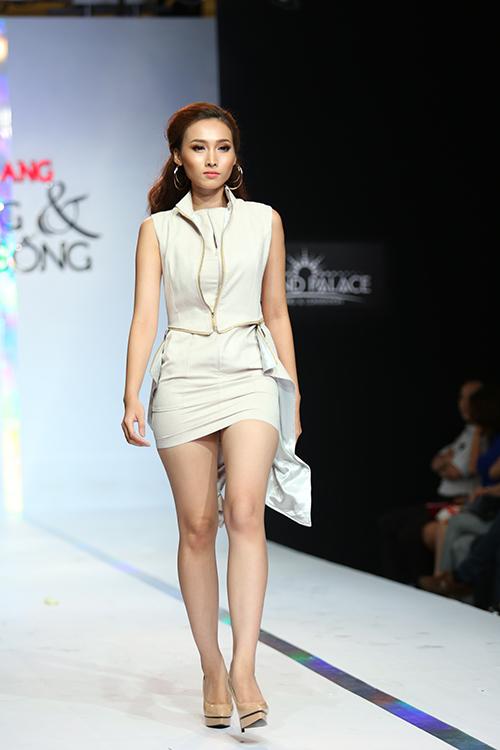 Những dáng váy ngắn được sử dụng một cách linh hoạt để mang đến những mẫu trang phục giúp phái đẹp