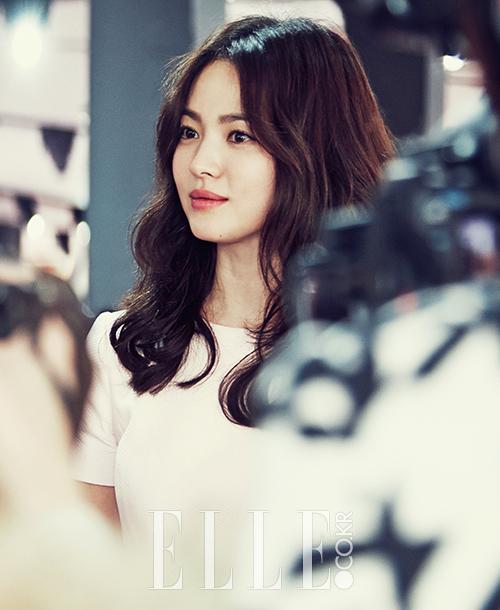 Song Hye Kyo nổi bật với vẻ đẹp sáng trong