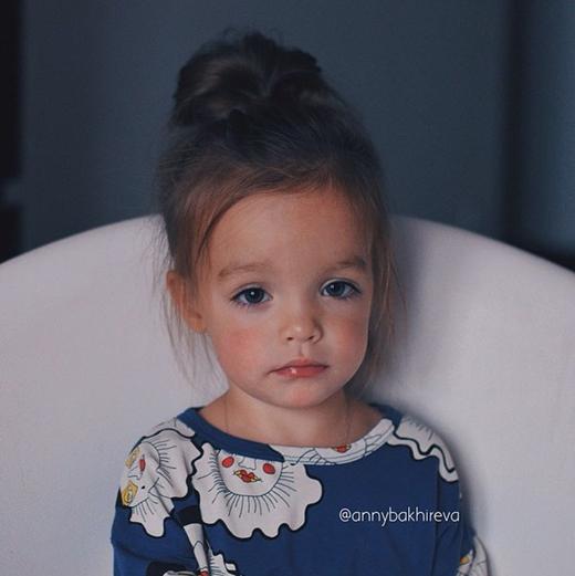 Em bé người Nga xinh xắn gây sốt cộng đồng