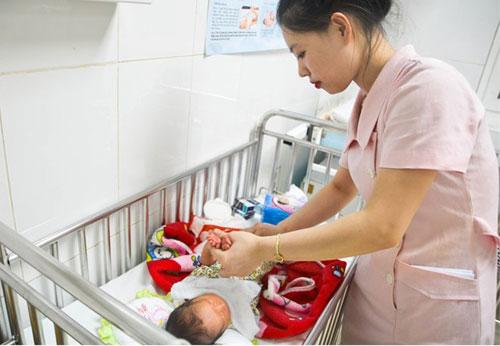 Cứu sống em bé từ bà bầu hôn mê sau tai nạn giao thông