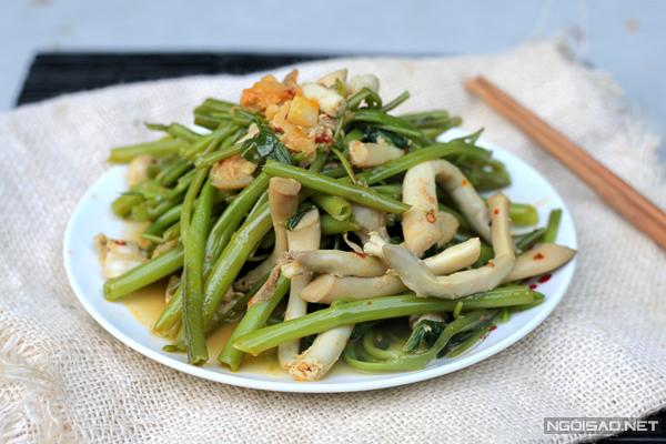 Thịt của ốc móng tay có vị ngọt và chắc, dùng để chế biến nhiều món ăn ngon.