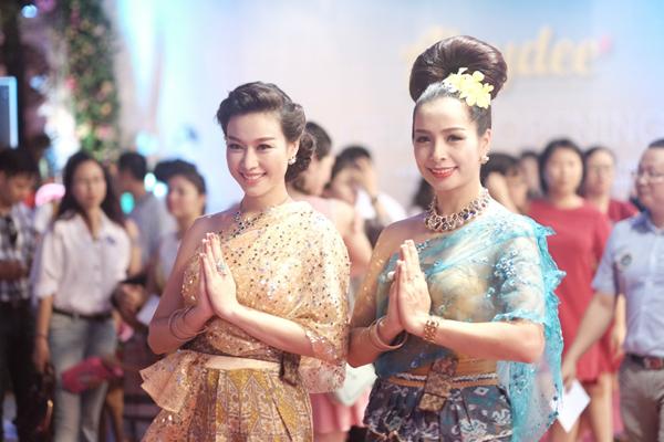 Quán nước giải khát của cả hai chung tay chuyên bán các món giải khát của xứ sở chùa vàng.
