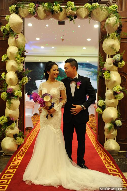 Một đám cưới, hai tiệc ấn tượng ở Huế và TP HCM