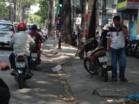 Công an bị kẻ ngáo đá đâm chết giữa đường ở TP HCM