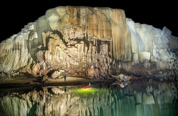 Ở một số nơi trong hang, ngọc trai được tìm thấy có đường kính là 32 cm.