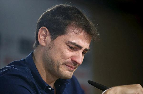Casillas nghẹn ngào nức nở trong buổi họp báo chia tay Real sau 25 năm gắn bó.