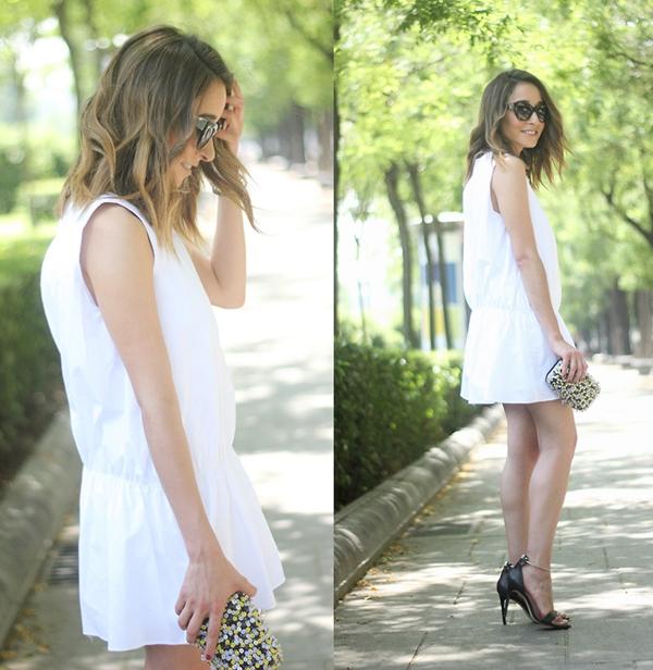 4580925-White-dress-black-sand-8964-3245
