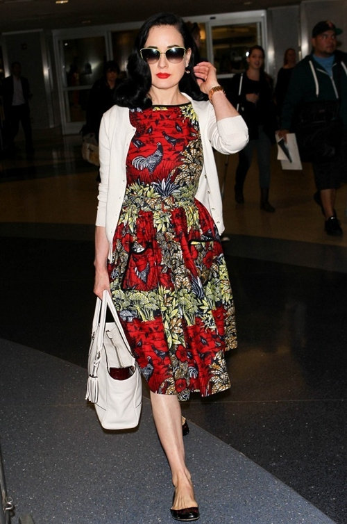Dita-Von-Teese-is-seen-at-LAX-5067-1737-