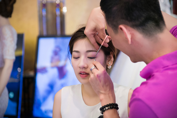 Tối 18/7, Tú Anh nhận lời làm vedette cho màn trình diễn áo cưới của Kenny Thái tại một triển lãm ở Hà Nội. Cô từng được chuyên gia trang điểm Kenny Thái hỗ trợ trong suốt cuộc thi Hoa hậu Việt Nam 2012.