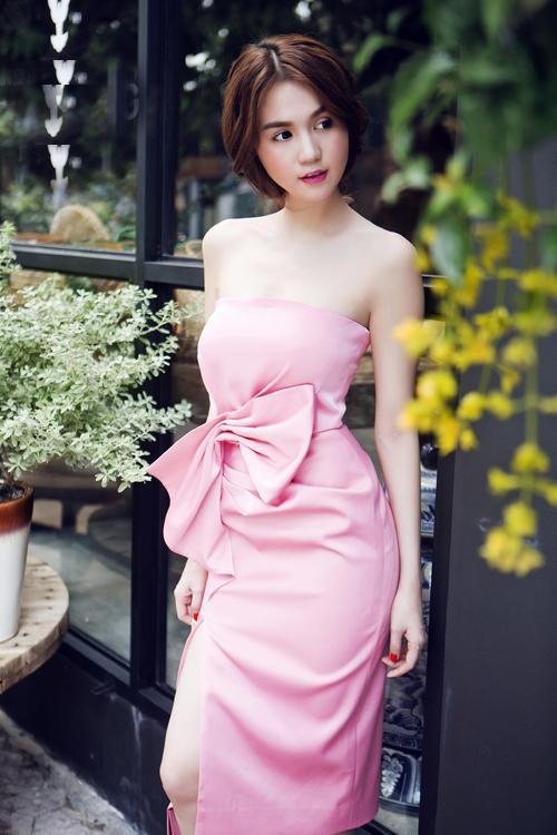 Bộ ảnh do stylist Đỗ Long, chuyên gia trang điểm và làm tóc Bao Bao hỗ trợ thực hiện.