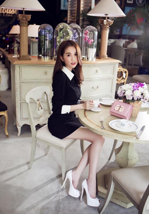 Ngọc Trinh luôn ăn mặc đẹp, hợp mốt để thu hút khách hàng đến mua sắm tại shop thời trang của mình. Từng có tin đồn cô kinh doanh ế ẩm nhưng cô cho biết, thời điểm tình hình kinh tế chung khó khăn nhất, cô vẫn kiếm được hàng trăm triệu mỗi tháng từ 2 cửa hàng quần áo và 1 cơ sở làm đẹp tại TP HCM.