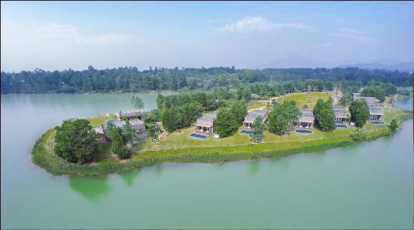 Toàn cảnh Lakeview Villa nhìn từ trên cao.