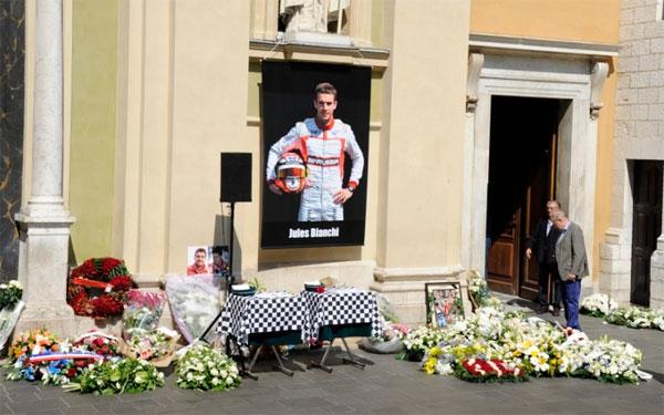 Jules Bianchi là tay đua đầu tiên thiệt mạng sau khi gặp chấn thương tại đường đua sau 21 năm kể từ tai nạn kinh hoàng của huyền thoại