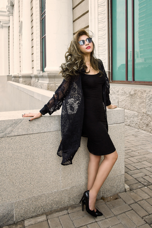 Kim Dung gợi cảm với váy đen xuyên thấu