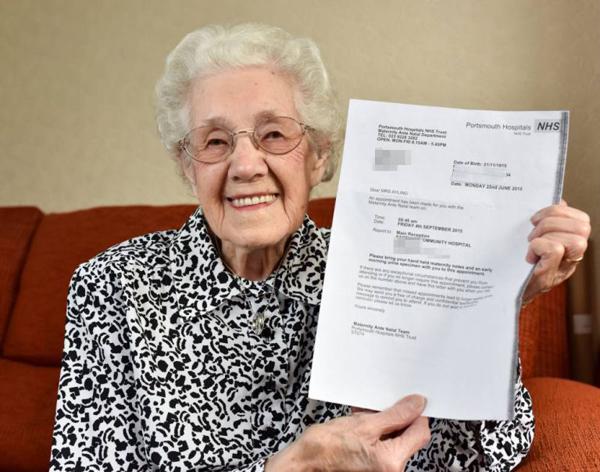Cụ bà 100 tuổi vẫn làm việc 11 tiếng mỗi ngày.