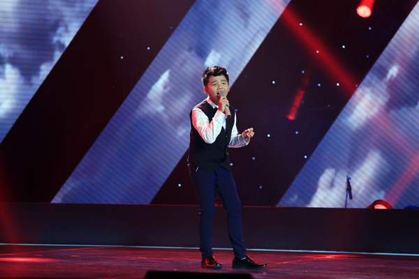 Bùi Đức Mạnh 13 tuổi đến từ Hà Tĩnh. Sở hữu ngoại hình sáng sân khấu cùng giọng hát đầy nội lực, Đức Mạnh đã tạo được nhiều ấn tượng trong chương trình Giọng hát Việt nhí 2015 với ca khúc Lời ru Âu lạc (sáng tác: Lê Minh Sơn).