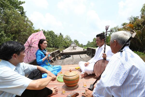 phi-nhung-7-7952-1438053782.jpg
