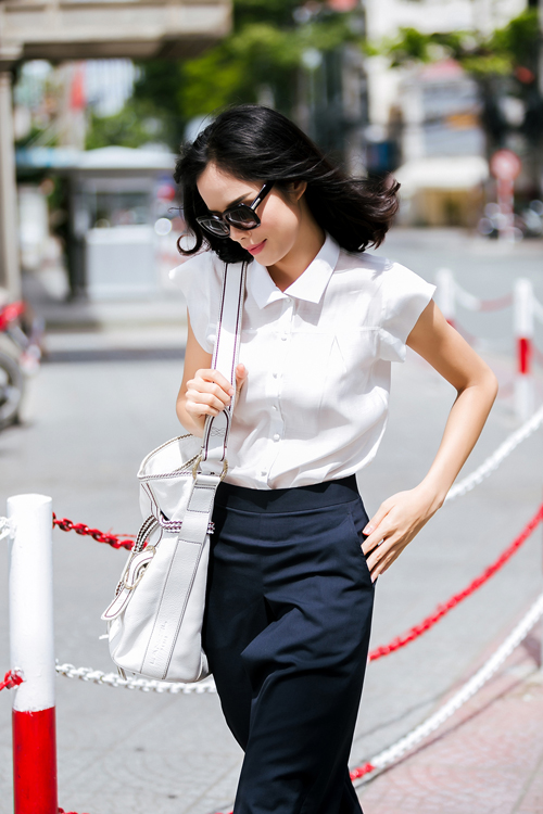 Những mẫu trang phục có kiểu dáng đơn giản và được thiết kế trên tông màu trắng đen vẫn chiếm ưu thế trong xu hướng thời trang 2015.