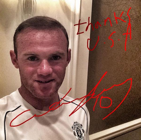 Rooney bị chê cười vì chữ viết tay giống trẻ con