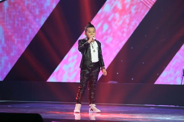 Phần trình bày vô cùng sôi nổi  với tiết tấu nhạc rock của Dương Gia Linh đã thuyết phục được nhạc sĩ Hồ Hoài Anh nhấn nút chọn.