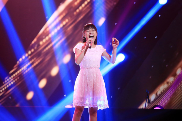 Nguyễn Phương Linh đến từ Thanh Hóa, hàng tuần đều được gia đình cho lên Hà Nội học thanh nhạc. Tại vòng Giấu mặt cô bé đã thế hiện ca khúc Lời ru cho con (sáng tác: Xuân Phương)