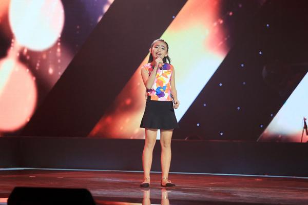 Nguyễn Thu Phương 11 tuổi đến từ Hà Nội thể hiện ca khúc Nơi ấy con tìm về (sáng tác: Phan Mạnh Quỳnh