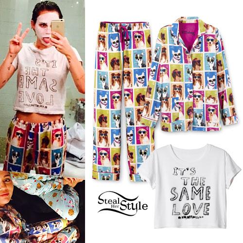 miley-cyrus-dog-pajamas-2058-1438406472.