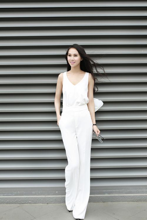 Mặc gợi cảm cùng sắc trắng