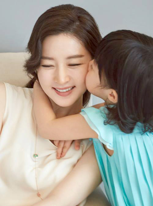 Lee-Young-Ae-4-8053-1438679687.jpg
