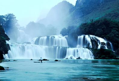 Bản Giốc là một trong 10 thác nước đẹp nhất thế giới