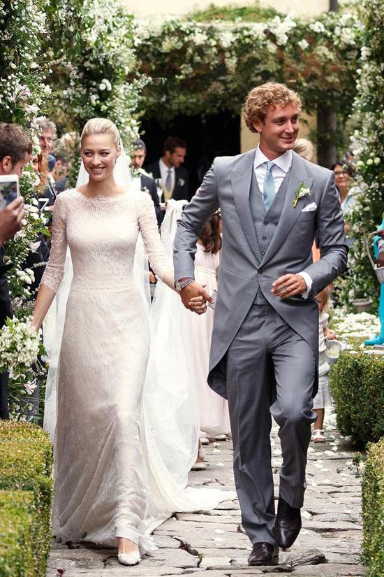 Cô dâu hoàng tộc Monaco diện váy cưới hàng hiệu