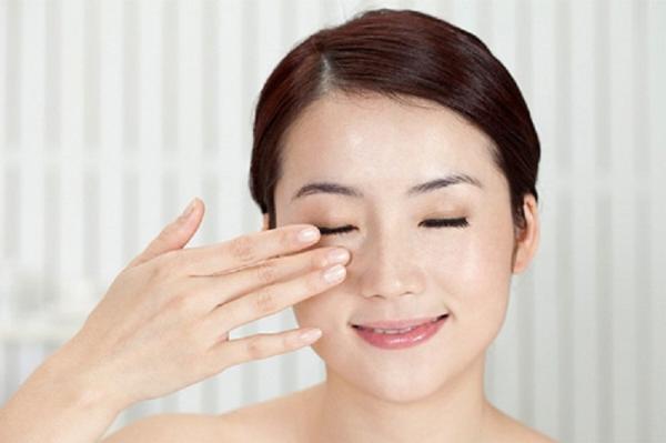 Xoá bọng mỡ mắt đơn giản hiệu quả
