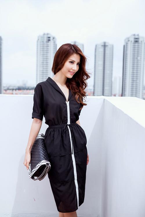 Các chất liệu voan lụa, lụa nhân tạo và chiffon được sử dụng để tạo nên các mẫu váy mang tính ứng dụng cao.