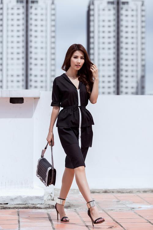 Các chất liệu voan lụa, lụa nhân tạo và chiffon được sử dụng để tạo nên các mẫu váy kiểu dáng đẹp, mang tính ứng dụng cao.