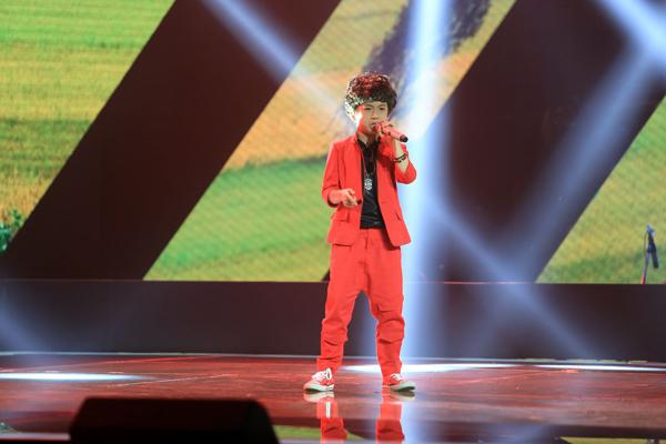 Đội của Lưu Hương Giang và Hồ Hoài Anh đã nhấn nút chọn. Lưu Hương Giang nhận xét, phần biểu diễn của Gia Khiêm rất máu lửa và phong cách tự tin của cậu bé cuốn hút được khán giả.