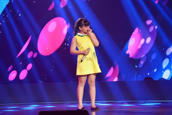 Nguyễn Ngọc Phụng, 10 tuổi đến từ thành phố Hồ Chí Minh thể hiện ca khúc Thương ca Việt Nam (Nhạc; Đức Trí  Lời; Hà Quang Minh).