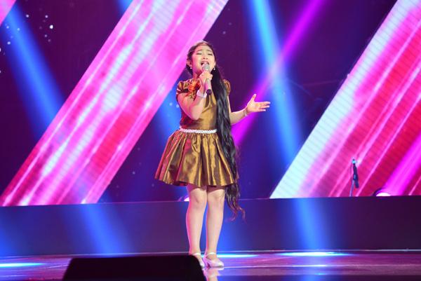 Cô bé 9 tuổi nhận được nhiều lời khen ngợi từ 4 thành viên trong ban giám khảo. Ai cũng muốn giành em về đội của mình và cuối cùng cô bé đã chọn đội Hồ Hoài Anh và Lưu Hương Giang.