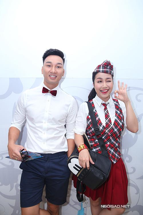 Hai MC Thành Trung và Ốc Thanh Vân nhí nhảnh như học sinh