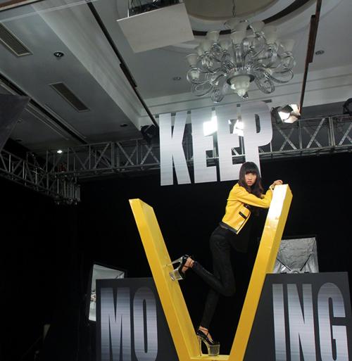 Do mất bình tĩnh, Hồng Xuân khá lóng ngóng trong phần tạo dáng ở bục xoay 'Keep Moving' và cô là một trong 5 thí sinh lọt vào top nguy hiểm.
