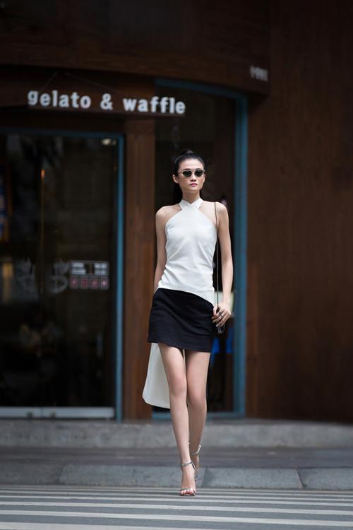 Vừa trở về từ Paris, Á quân Vietnams Next Top Model 2012 Kha Mỹ Vân đã thực hiện những shoot hình street style ấn tượng và cá tính giữa trung tâm thành phố