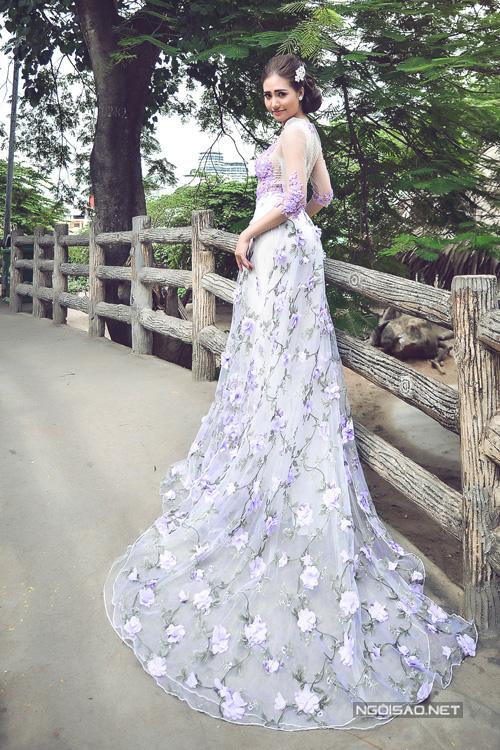 Gợi ý chọn áo dài cưới đính hoa tím dịu dàng