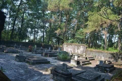 Bí ẩn khu lăng mộ thái giám ít ai biết ở Huế