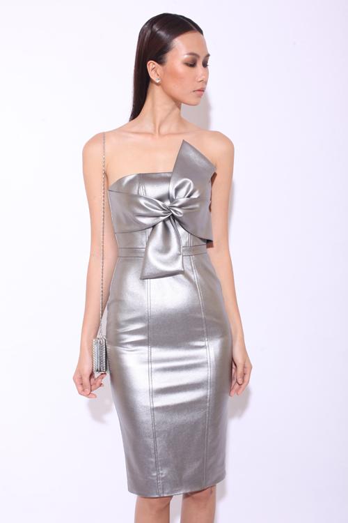 Nổi bật trong đêm tiệc với váy ánh kim