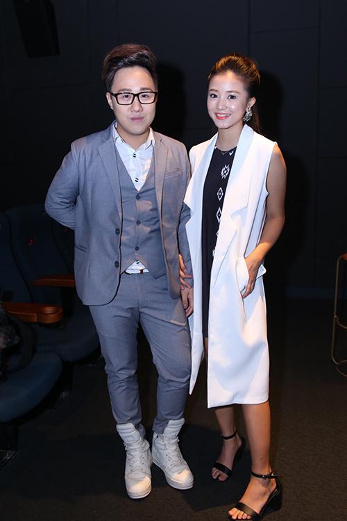 Trung Quân và hot girl Sa Lim - gương mặt đình đám nhất trong giới trẻ Hà Nội hiện nay. Sa Lim đóng vai nữ chính trong MV. Cô bày tỏ, mình cũng rất yêu mến Trung Quân nên mới nhận lời đóng MV vì từ lâu cô không còn