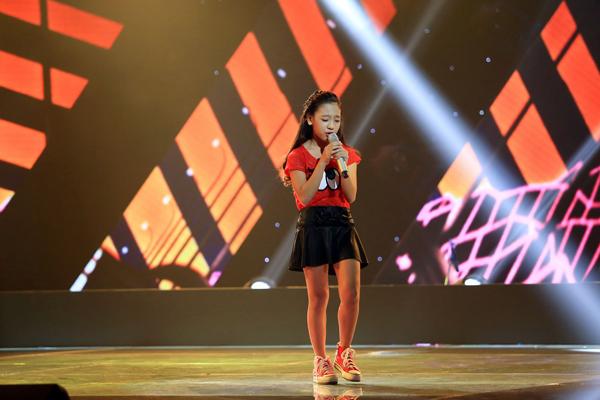 Nguyễn Như Ý, 12 tuổi đến từ Kiên Giang thể hiện ca khúc Trở về (Sáng tác: Nguyễn Dân).