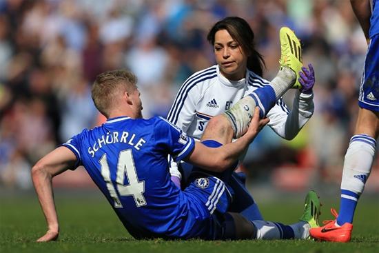 Nữ bác sĩ Chelsea lộ scandal qua đêm với cầu thủ