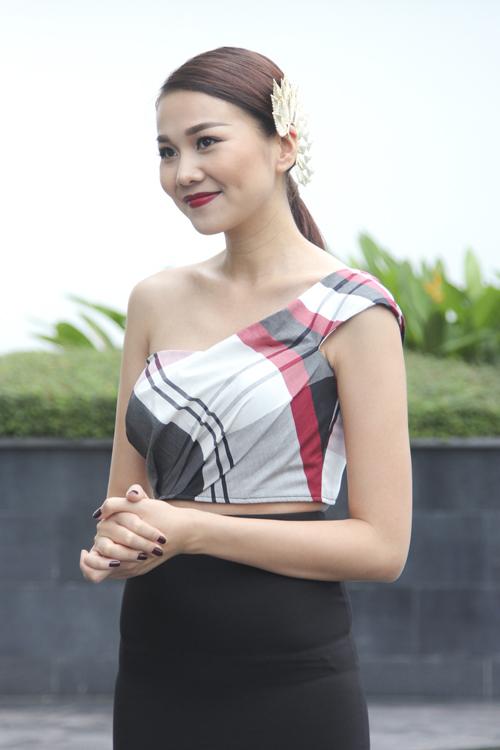 Những bộ trang phục khéo khoe vẻ đẹp hình thể và hài hòa cùng tính chất của từng tập phát sóng được  Thanh Hằng và stylist riêng của cô chuẩn bị một cách kỹ lưỡng.
