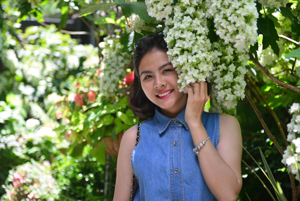 [Caption]Sau khi từ Mỹ trở về, Vân Trang tiếp tục tất bật với lịch diễn tại sân khấu kịch Idecaf và công việc kinh doanh của cô.