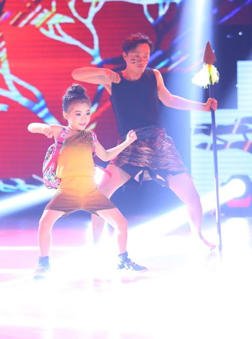Yến Trang, thí sinh nhỏ tuổi nhất của đội Đoan Trang có tiết mục thể loại Afican dances và khiêu vũ thể thao trên nhạc nền 'Hà Nội mùa vắng những cơn mưa - King of Africa'. Đoan Trang hết lời khen ngợi về tài năng của thí sinh nhí. Yến Trang dù vóc dáng nhỏ bé nhưng luôn tiếp thu tốt lời dạy của thầy cô. Không chỉ vậy, ngoài sở thích nhảy múa, cô bé còn rất ngoan ngoan, học giỏi.
