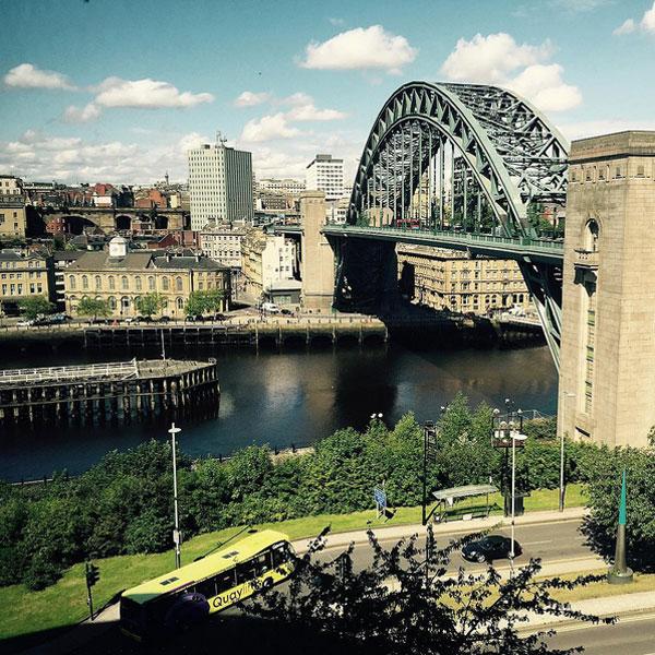 Bạn gái của Thauvin ấn tượng trước khung cảnh thanh bình của Newcastle